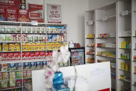 Apotik lengkap dengan harga terjangkau dan tenaga apoteker yang berpengalaman